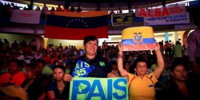 Simpatizantes asisten al encuentro de representantes de movimientos sociales de América Latina y el Caribe, parte de la XII cumbre de la Alianza Bolivariana para los Pueblos de América (ALBA), en Guayaquil (Ecuador). EFE