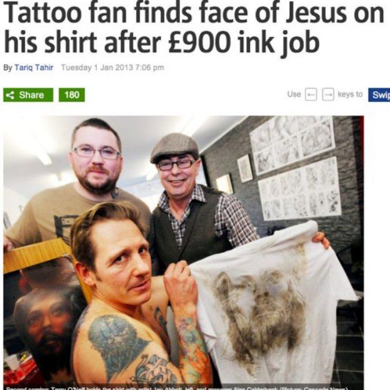 En una camiseta luego de que el señor se tatuara la cara de Jesús en la espalda. -_- Foto:BuzzFeed.com