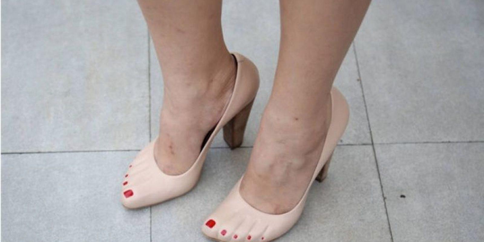 FOTOS: Inventos muy absurdos Zapatos de tacón con las uñas pintadas Foto: Internet