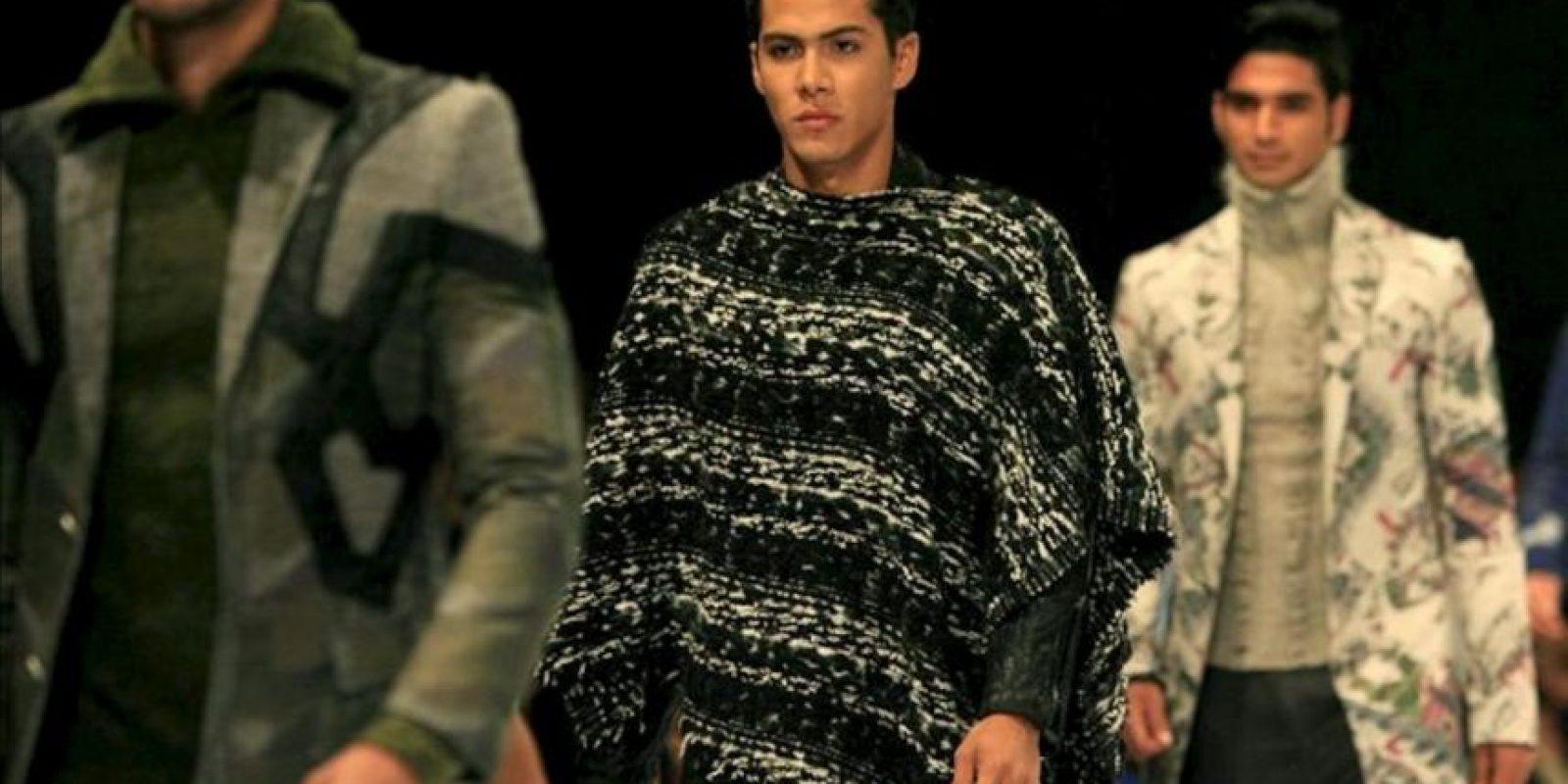 """Modelos lucen trajes de la colección """"La Bella y la Bestia"""" del diseñador español Custo Dalmau, durante la segunda jornada del VI Congreso Latinoamericano de Moda Cartagena Colombia, Ixel Moda. EFE"""