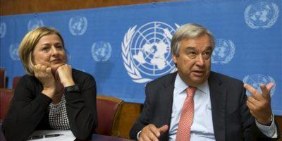 El alto comisionado de la ONU para los Refugiados, Antonio Guterres (dcha), y la Directora Ejecutiva Adjunta del Fondo para la Infancia de las Naciones Unidas (UNICEF), Yoka Brandt (izda), ofrecen una rueda de prensa hoy, viernes 23 de agosto de 2013 en Ginebra (Suiza) sobre la guerra en Siria que ha provocado el desplazamiento de más de un millón de niños. EFE