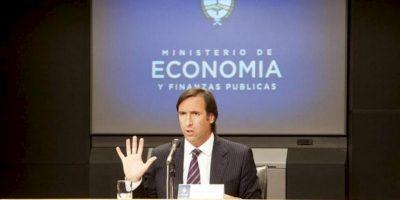 Fotografía cedida por el Ministerio argentino de Economía del titular de esta cartera, Hernán Lorenzino, durante una rueda de prensa. EFE/Archivo