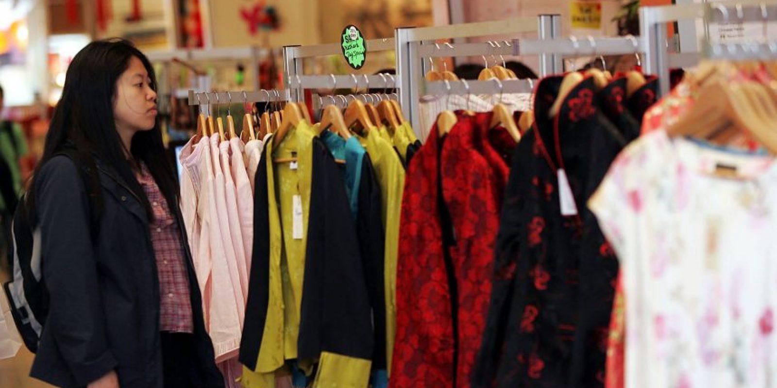 Los personal shoppers acercan a las personas asustadas por la moda, a tener otra experiencia. Foto: GettyImages
