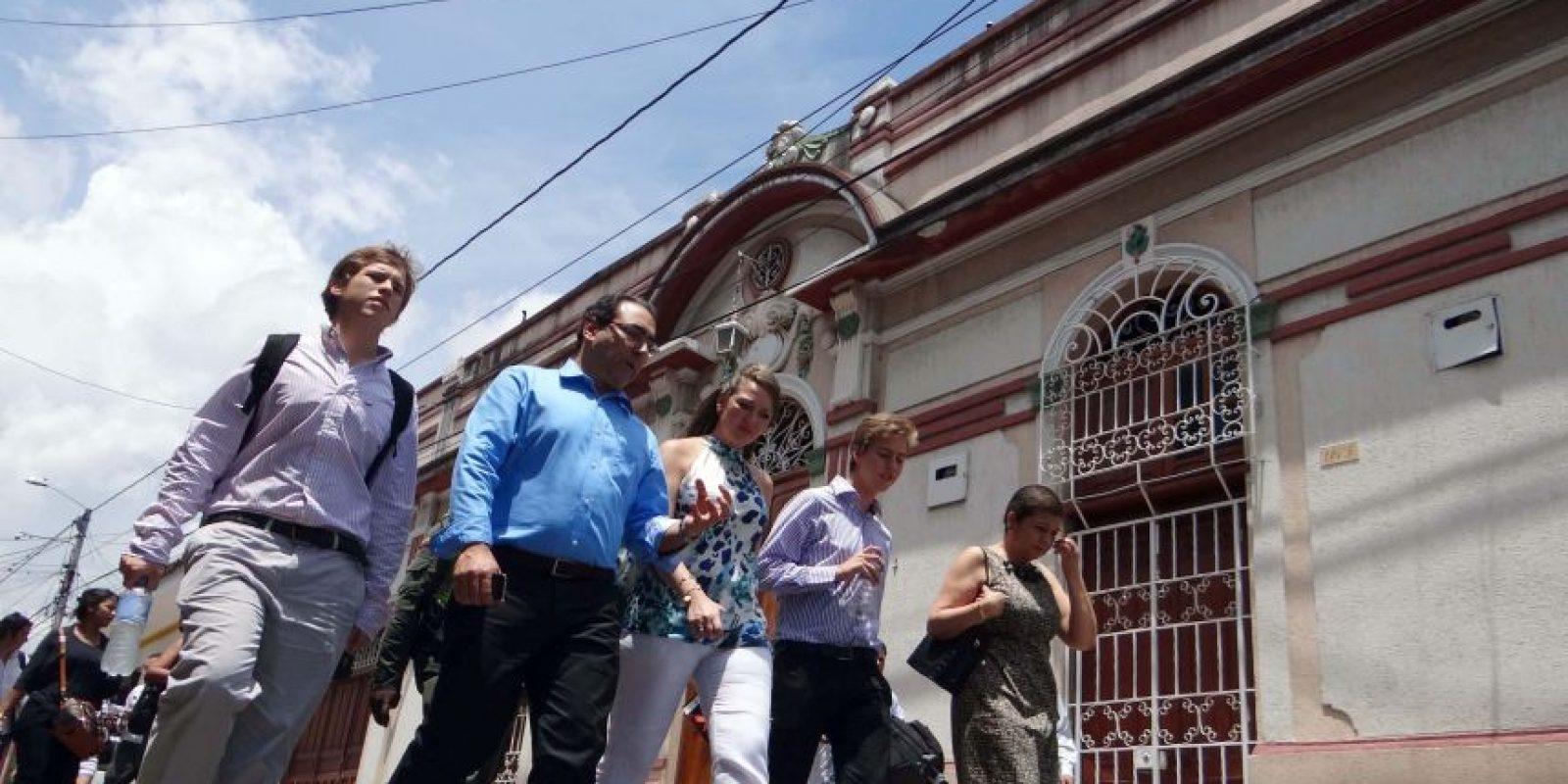 El ministro de Comercio, Industria y Turismo, Sergio Díaz -Granados y la presidenta de Anato, Paula Cortés Calle caminando por las calles de Buga. Foto: Diego Hernán Pérez S. /PUBLIMETRO