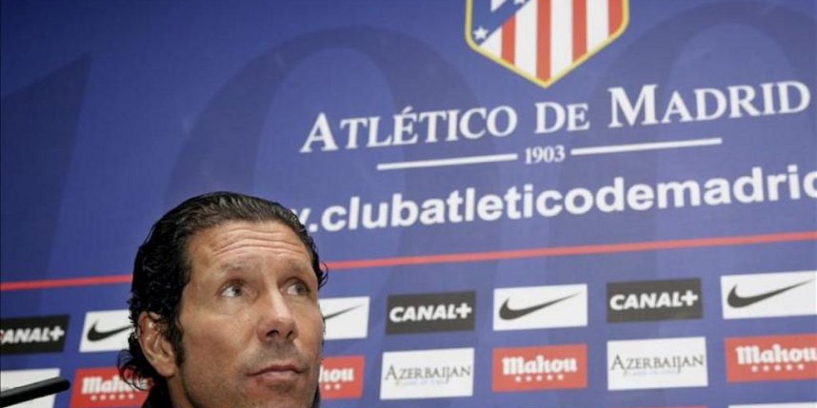 El entrenador del Atlético Madrid, Diego Pablo Simeone, durante la rueda de prensa que ha ofrecido al término del entrenamiento del equipo de cara al partido que disputará mañana frente al Rayo Vallecano correspondiente a la segunda jornada de Liga de Primera División. EFE
