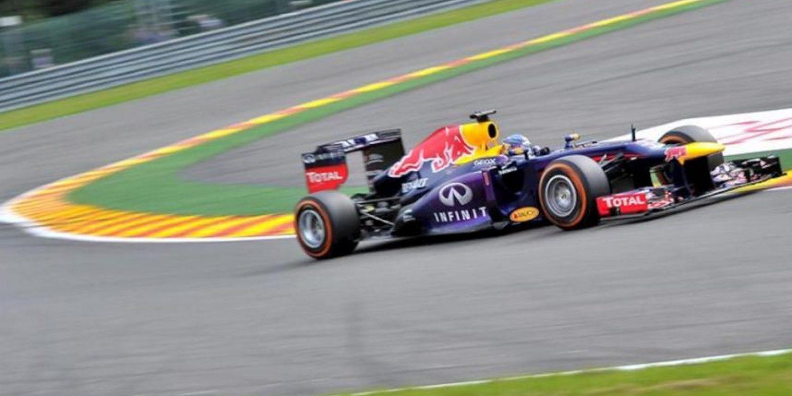 El piloto alemán de Fórmula Uno Sebastian Vettel, hoy durante la tercera y última tanda de entrenamientos libres del Gran Premio de Bélgica de Fórmula Uno en el circuito de Spa-Francorchamps. EFE