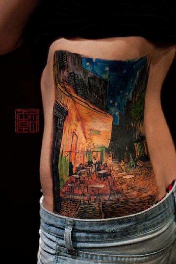 La terraza del café por la noche de Vincent van Gogh. Foto: tattootemple.hk