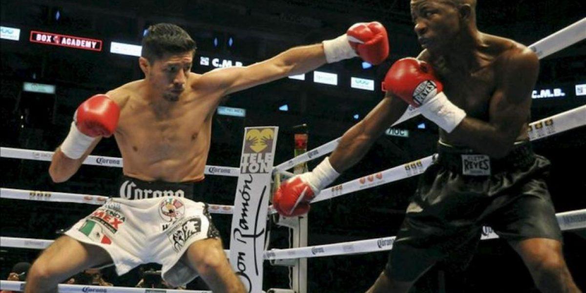 El mexicano González recuperó título pluma con nocáut espectacular ante Mares