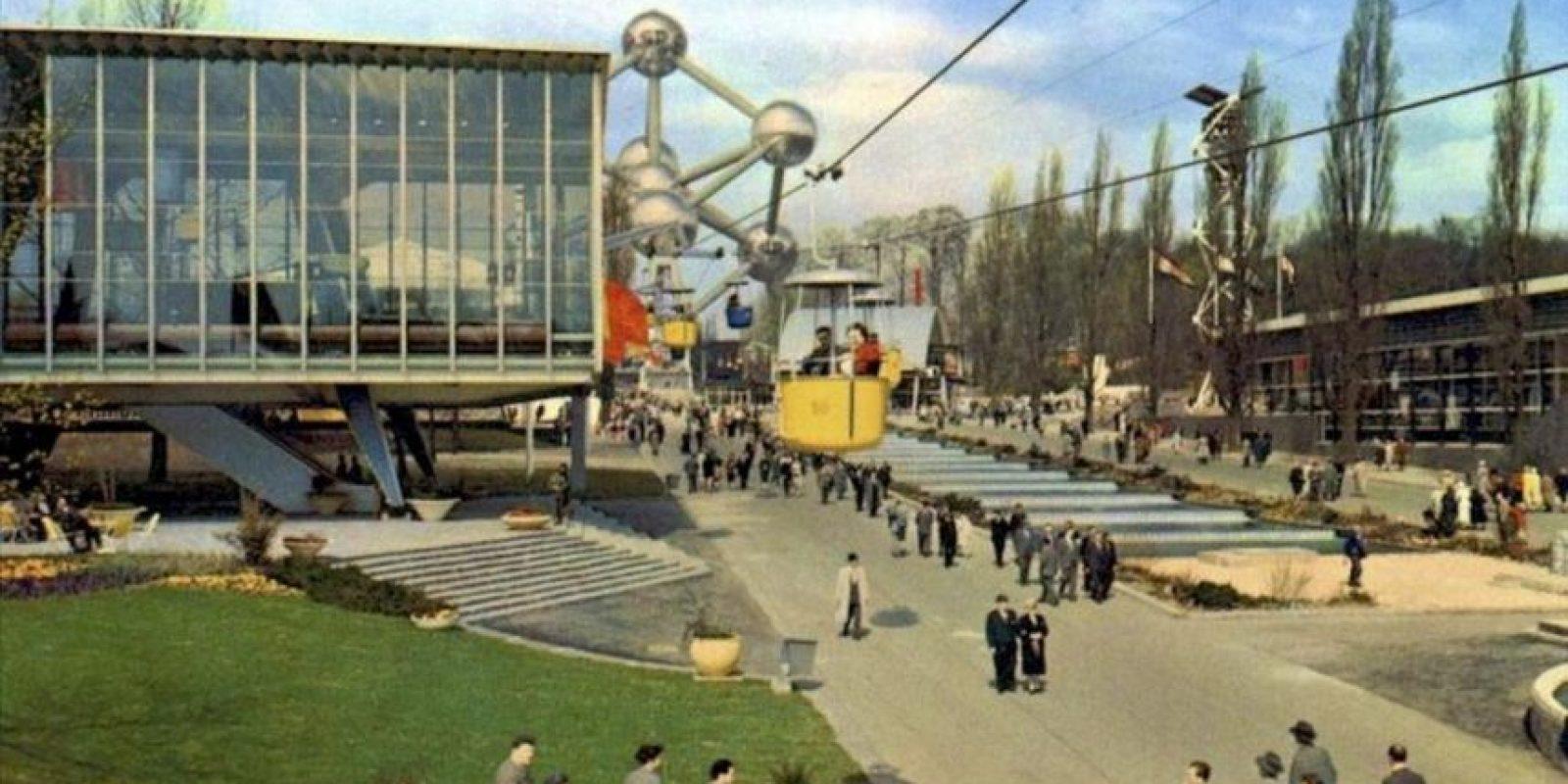 ¡Fotografía facilitada por SABAM 2009, del exterior del Atomium cuando se inauguró, que forma parte de la exposición permanente de uno de los símbolos más emblemáticos de Bruselas. EFE