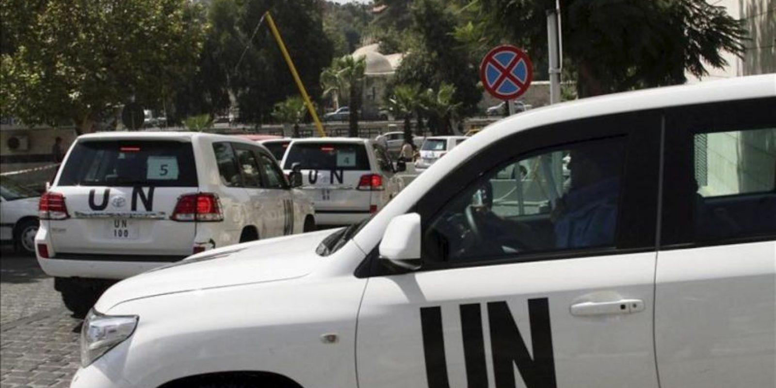 Un convoy con inspectores de la Organización de Naciones Unidas (ONU) abandona el hotel Four Seasons de Damasco (Siria). La misión de la ONU tiene previsto visitar hoy la zona de las afueras de Damasco donde la oposición siria denunció el miércoles pasado la muerte de más de mil personas por un supuesto ataque químico del régimen. EFE