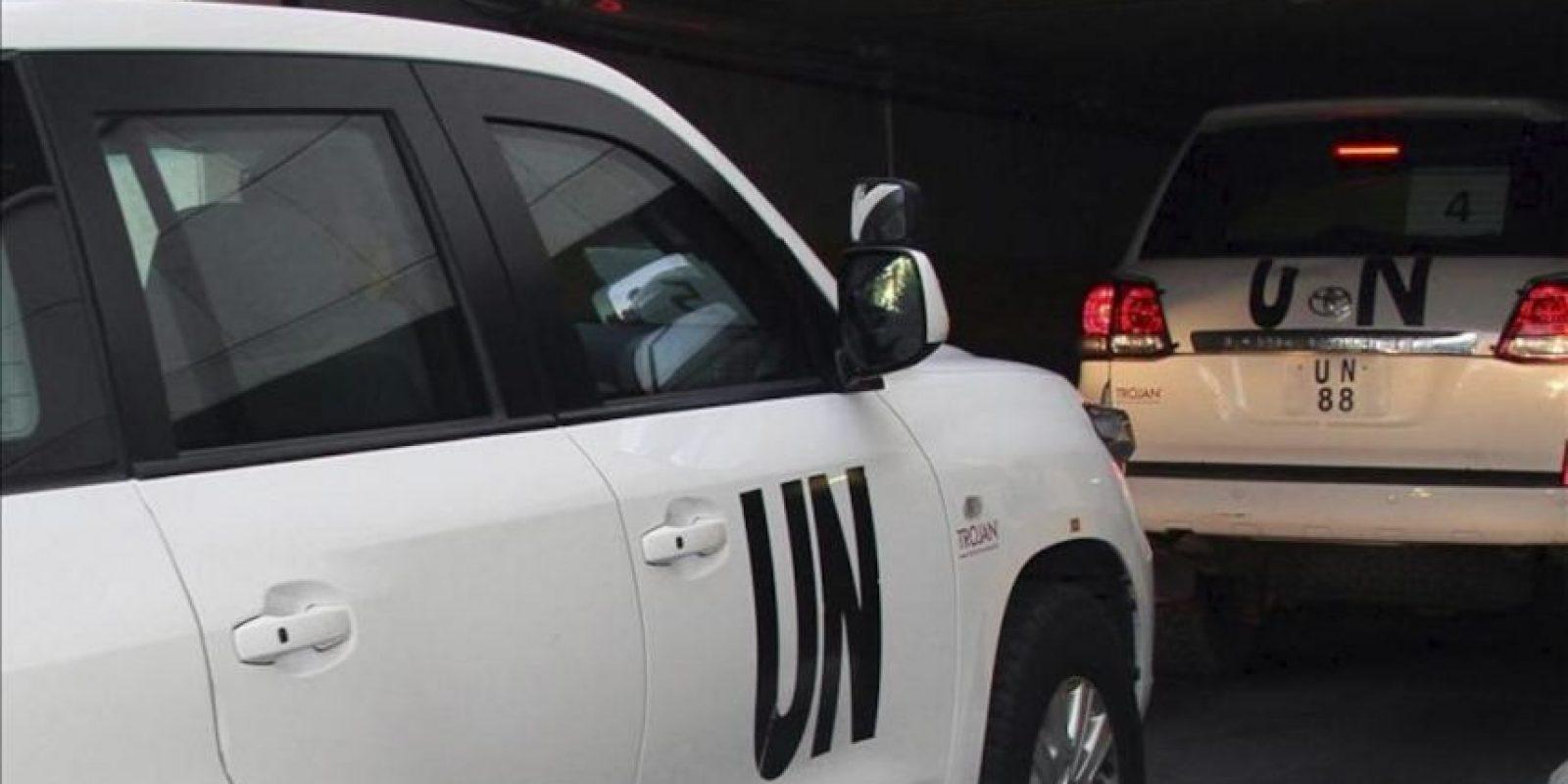 Varios vehículos de la ONU llegan a un hotel en Damasco (Siria), hoy, lunes 26 de agosto de 2013, tras ser disparados durante la investigación del supuesto ataque químico en la periferia de la ciudad. EFE