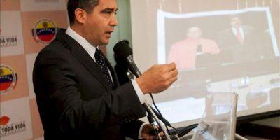 El ministro del Interior de Venezuela, Miguel Ángel Rodríguez, participa este lunes 26 de agosto de 2013, en una rueda de prensa en Caracas (Venezuela). EFE