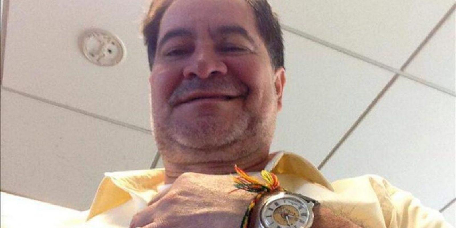 Fotografía cedida por el partido conservador Convergencia Nacional este lunes 26 de agosto de 2013, del senador de esa fuerza política Roger Pinto, minutos antes de abandonar la embajada brasileña en La Paz, donde estuvo refugiado 454 días hasta el pasado viernes. EFE
