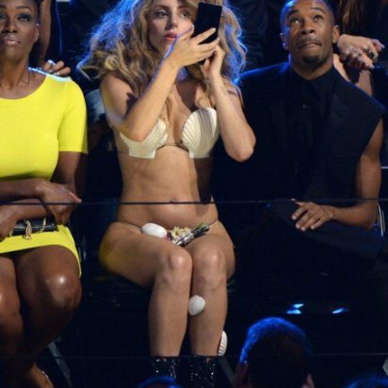 Lady Gaga parecía un pan con huevo al comienzo de su show, y luego una sirenita nada apta para menores. Pero sin duda, destacó en la noche. Foto: GettyImages