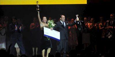 Maximiliano Miguel Cristiani y Fátima Vitale celebran después de ganar en el Mundial de Tango de Buenos Aires, en Buenos Aires (Argentina). EFE