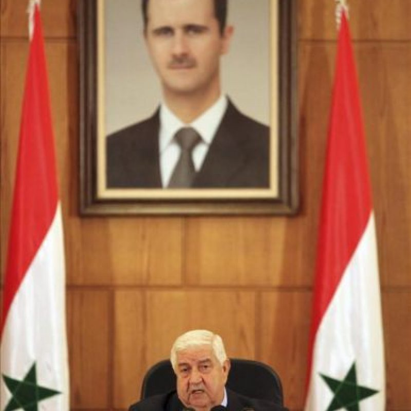 El ministro sirio de Asuntos Exteriores, Walid al Mualem, ofrece una rueda de prensa en Damasco (Siria). Al Mualem ha retado hoy a la comunidad internacional a presentar cualquier prueba que demuestre el uso de armas químicas por el Ejército sirio, y ha asegurado que una acción militar internacional contra su país sólo servirá a los intereses de Israel y de Al Qaeda. EFE