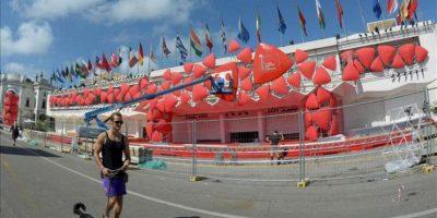 Vista de las preparativos finales puestos en marcha en el lugar del evento cerca de la playa del Lido antes del comienzo del 70 Festival de Venecia (Italia). EFE