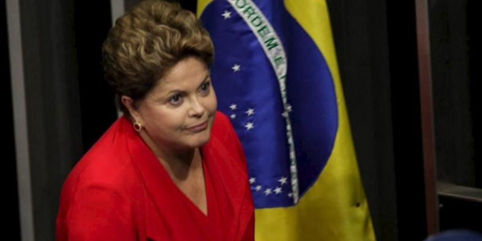 La presidenta de Brasil, Dilma Rousseff, participa este martes 27 de agosto de 2013, durante una sesión solemne en el Congreso brasileño en Brasilia (Brasil), en el que se entregó el informe final de la Comisión Parlamentaria Mixta de Investigación (CPMI), encargada de investigar los casos de violencia contra las mujeres en este país. EFE