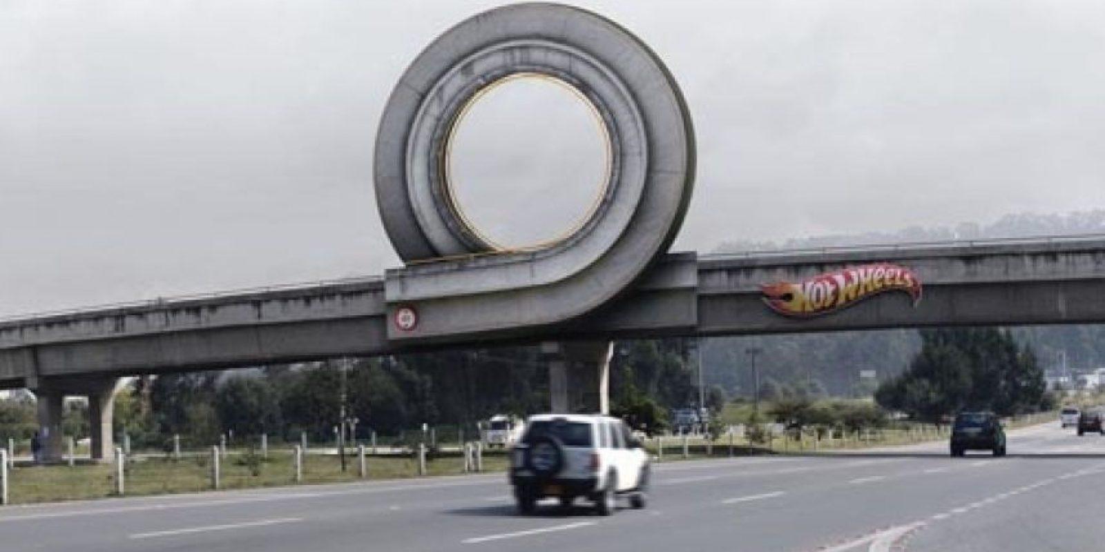Hotwheels definitivamente quería marcar el camino, si su hijo la ve querrá una pista de carros inmediatamente. Foto:quora.com