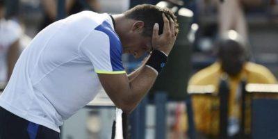 El tenista español Nicolás Almagro lamenta una jugada ante Denis Istomin de Uzbekistán durante el segundo día del Abierto de Estados Unidos en el Centro Nacional de Tenis USTA de Flushing Meadows, Nueva York (EE.UU.) el 27 de agosto de 2013. EFE