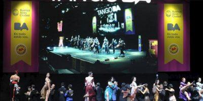 Varias parejas bailan el 27 de agosto de 2013, en el Mundial de Tango de Buenos Aires (Argentina). EFE
