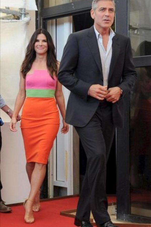 """Los actores estadounidenses George Clooney (d) y Sandra Bullock (i), a su llegada al pase gráfico de la presentación de la película """"Gravity"""", un thriller de Alfonso Cuarón, durante la 70 edición del Festival de Cine de Venecia, en Venecia (Italia). EFE"""