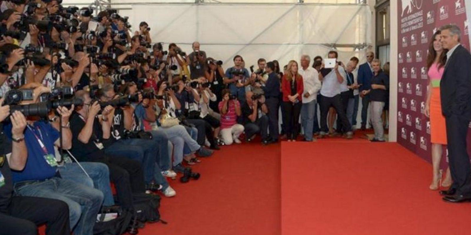 """Los actores estadounidenses George Clooney y Sandra Bullock, posan durante el pase gráfico de la presentación de la película """"Gravity"""", un thriller dirigido por el mexicano Alfonso Cuarón, durante la 70 edición del Festival de Cine de Venecia. EFE"""