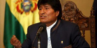 """El presidente de Bolivia, Evo Morales, habla durante una rueda de prensa en La Paz (Bolivia), en la que pidió a Brasil """"devolver"""" al senador opositor Roger Pinto a la Justicia boliviana para contribuir a la lucha contra la corrupción. EFE"""