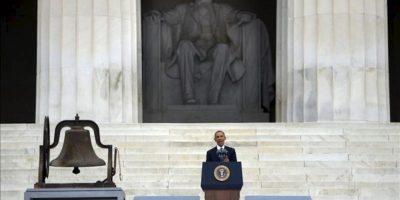 El mandatario estadounidense, Barack Obama, pronuncia un discurso durante una ceremonia para conmemorar el 50 aniversario de la Marcha en Washington en el Monumento a Lincoln, en Washington DC (EE.UU.). EFE