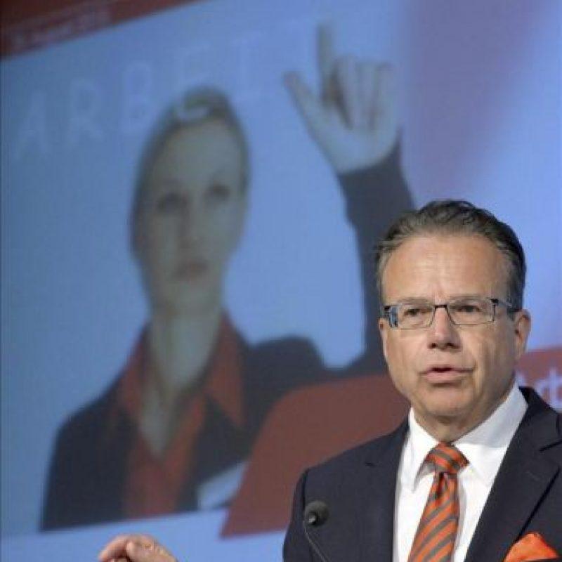 El presidente de la Agencia Federal de Empleo, Frank-Jüergen Weise, ofrece una rueda de prensa para presentar las cifras de paro del mes de agosto en Núremberg (Alemania). EFE