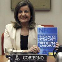 La ministra de Empleo y Seguridad Social, Fátima Báñez, durante su comparecencia a petición propia en la Comisión de Empleo del Congreso para hacer un balance de la reforma laboral. EFE