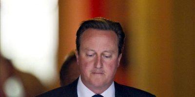 El primer ministro británico, David Cameron, abandona el número 10 de Downing Street en Londres (Reino Unido), tras una reunión para discutir la situación actual en Siria. EFE