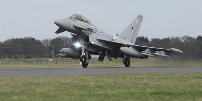 Foto de archivo facilitada por la Real Fuerza Aérea británica (RAF) de un avión de combate Typhoon mientras despega de la base aérea de Coningsby, en Lincolnshire (Reino Unido) en 2011 para paricipar en la operación auspiciada por la ONU contra las tropas del líder libio Muamar al Gadafi. EFE/Sac Victoria Atkins-Ministerio de Defensa británico