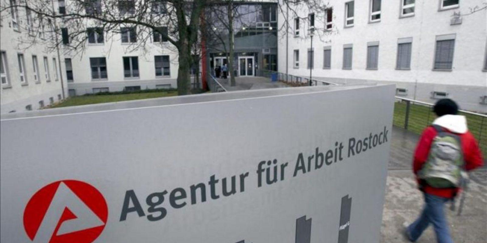 Fotografía de archivo tomada el 3 de diciembre de 2011 que muestra las instalacines de la Agencia de Empleo en Rostock, Alemania. EFE