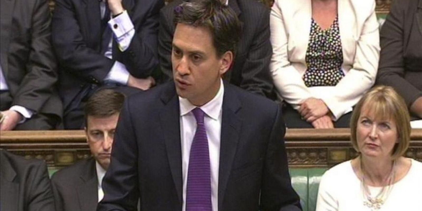 El líder del Partido Laborista inglés, Ed Miliband (c), interviene durante un debate sobre Siria en la Cámara de los Comunes, Londres, Reino Unido, hoy 29 de agosto de 2013. EFE