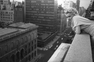 ' Manitas creativas'. La típica historia de la secretaria y el jefe, pero en Los Ángeles, en 2006. Decidieron experimentar, en el balcón de su hotel, y al cambiar de posición, la mujer se cayó del edificio. Por supuesto, el jefe fue a un juicio de asesinato, porque el fiscal no creía la historia. Pero el jurado lo declaró inocente. Foto:GettyImages