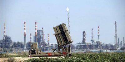 Israel prepara su sistema anti-misiles Iron Dome (Cúpula de Hierro) en Haifa (Israel) desde ayer, por las amenazas sirias de posibles ataques a su país si se llevase a cabo una intervención en Siria por una coalición liderada por Washington. EFE