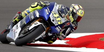 El piloto italiano de MotoGP Valentino Rossi, de Yamaha, participa en una sesión de entrenamientos libres. EFE