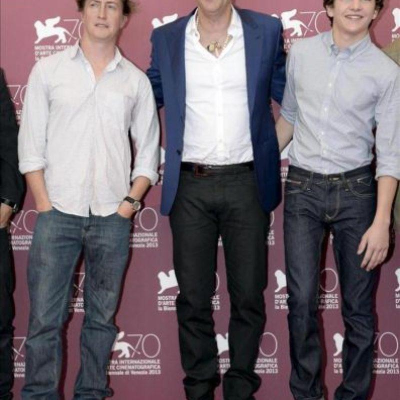 """El actor estadounidense Nicolas Cage (c) posa junto al director estadounidense David Gordon (i), y el actor Tye Sheridan (d), durante el pase gráfico de la película """"Joe"""", del director estadounidense David Gordon y presentada en competición oficial, durante la 70 edición del Festival de Cine Internacional de Venecia (Italia). EFE"""