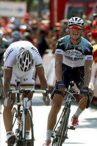 El ciclista checo del equipo Omega Pharma, Zdenek Stybar (d), celebra su victoria en la séptima etapa de la Vuelta Ciclista a España que ha partido de la localidad extremeña de Almendralejo y ha terminado en la población sevillana de Mairena de Aljarafe, con una distancia de 175 kms. EFE