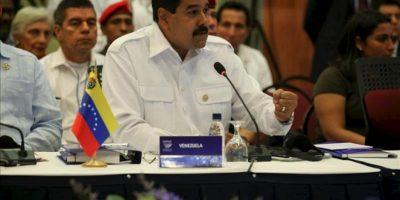 Fotografía cedida por prensa de Miraflores del presidente de Venezuela, Nicolás Maduro, hablando en la sesión plenaria de la VII Cumbre ordinaria de la Unión de Naciones Suramericanas (Unasur) en Paramaribo (Surinam). EFE