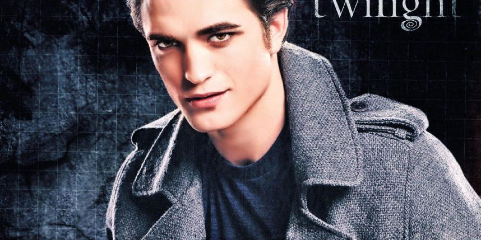 Y he aquí, el vampiro que ha hecho delirar a la última generación de jóvenes: Edward Cullen. Básicamente, Sthepanie Meyer tomó todo lo que hacía atractivos a los vampiros (inmortalidad, belleza, juventud, estilo, dinero), y anuló lo 'perturbador' (aunque fuera un poquito), como masacres, el hecho de matar para comer, y todas esas cosas prohibidas. Tanto será, que Edward Cullen se casa con Bella antes de tener su primera relación sexual. Respetable… Foto: Wallpapers