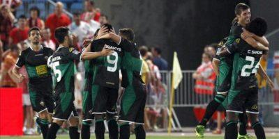 Los jugadores del Elche CF celebran el gol del empate frente al Almería, conseguido por el ghanés Richmond Boakye, durante el partido, correspondiente a la tercera jornada de Liga. EFE