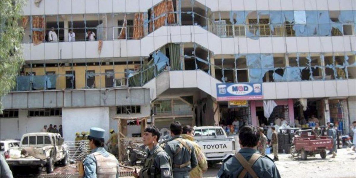 Al menos cinco muertos por un ataque suicida frente a un banco en Afganistán