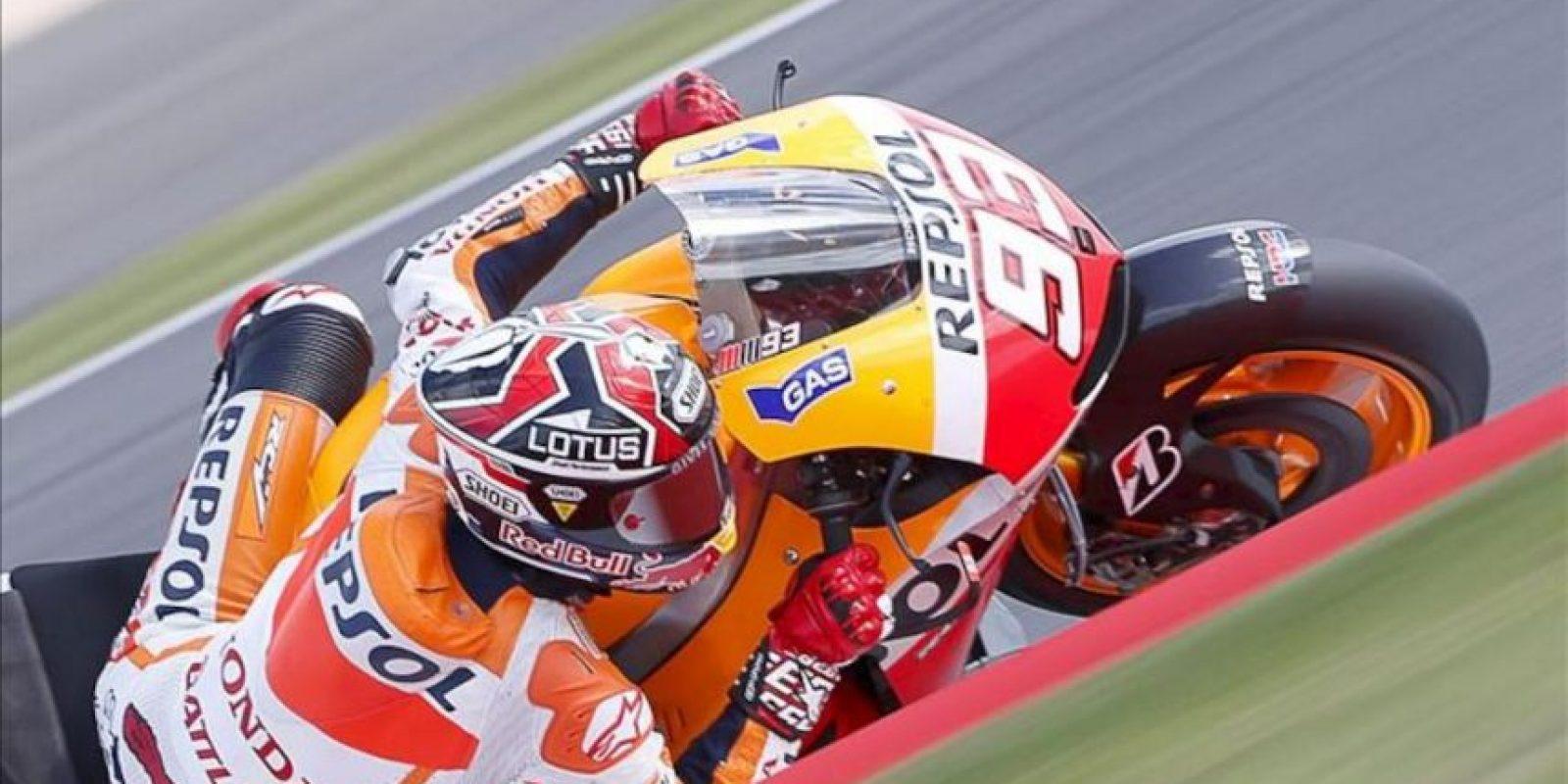 El piloto español Marc Márquez (Repsol Honda) saldrá mañana desde la primera posición de la parrilla de salida al imponerse hoy en los entrenamientos de clasificación del Gran Premio de MotoGP de Gran Bretaña, en el circuito de Silverstone. EFE