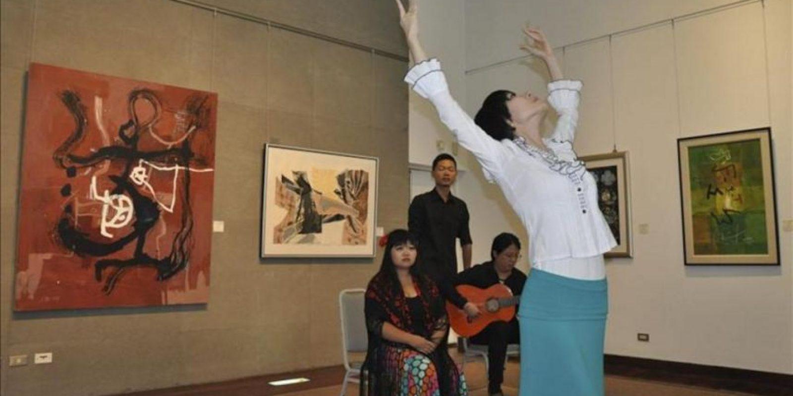 En la imagen, el cuadro flamenco del Departamento de Español de Tamkang sorprendió en la inauguración por su alta calidad artística. EFE