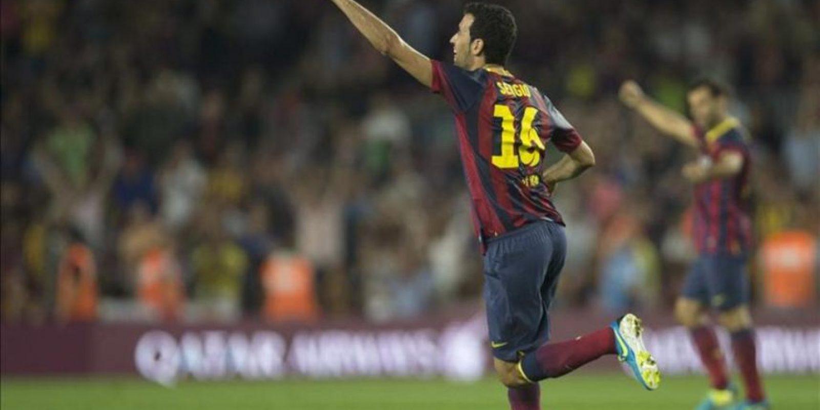 El centrocampista del F.C. Barcelona Sergio Busquets celebra el gol que ha marcado ante la Real Sociedad durante el partido de la sexta jornada de Liga de Primera División disputado en el Camp Nou. EFE