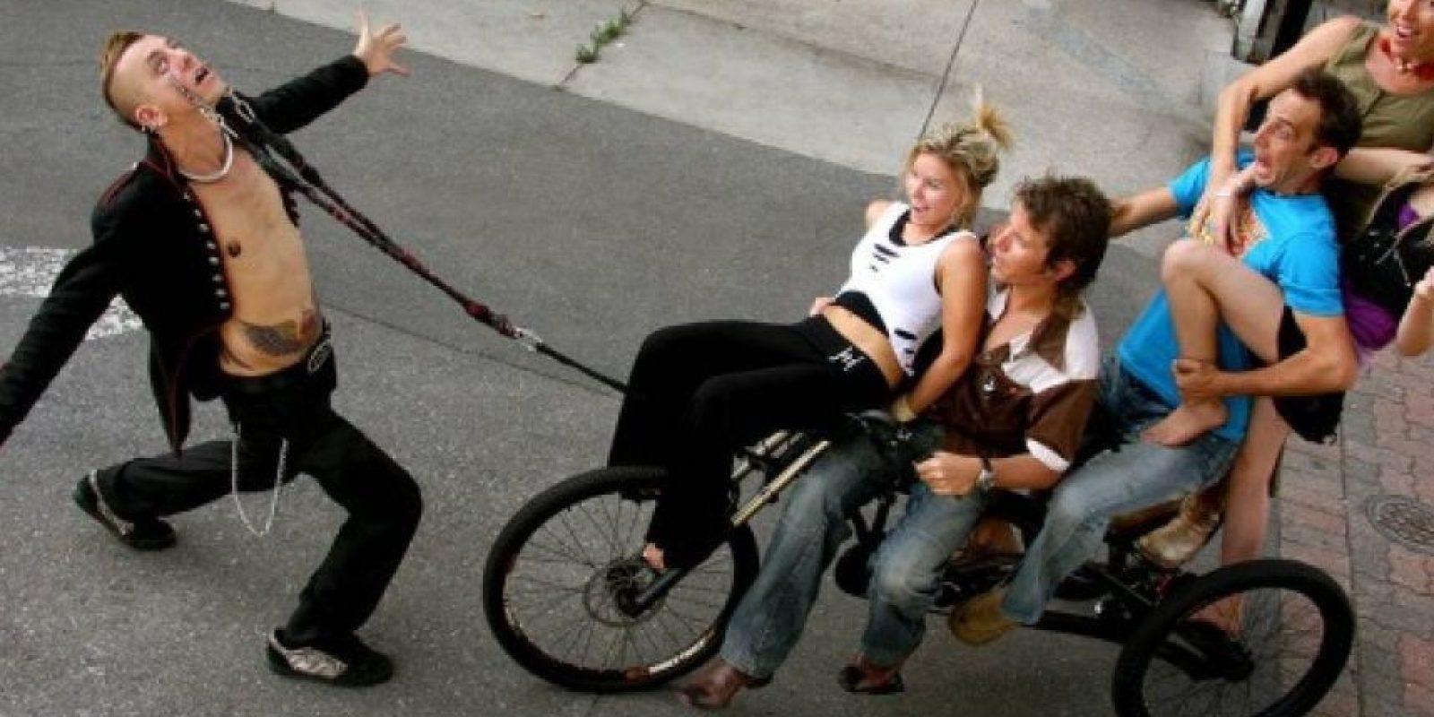 6. El australiano Chayne Hultgren logró, en 2009, halar 411 kilos usando las cuencas de sus ojos. Crédito: www.allthingskelly.com