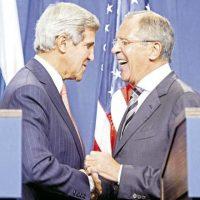 El ministro de asuntos exteriores ruso, SerguÉi Lavrov, y el secretario de estado john kerry. Foto:AFP