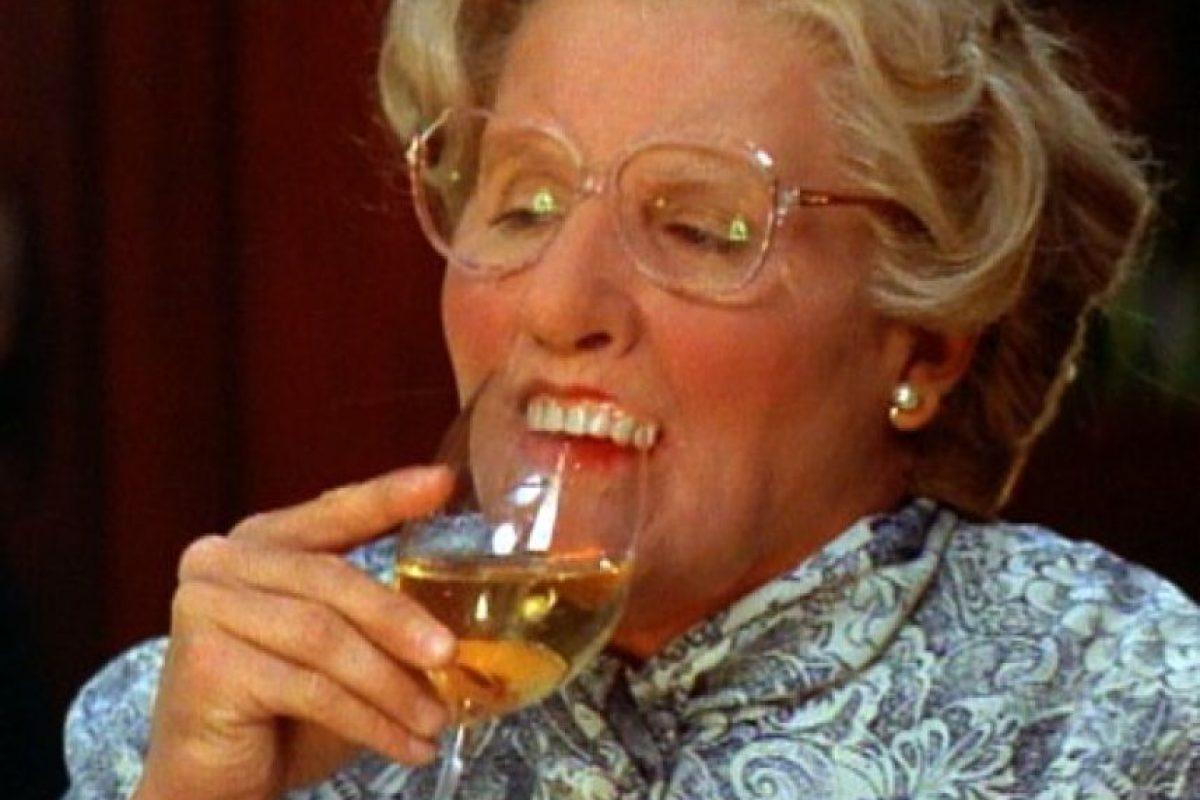 'Mrs. Doubtfire' Robin Williams haciendo lo que Dustin Hoffman hizo en 'Tootsie', en 1982, sí claro. Otra mujer madura. Pero a diferencia del combativo personaje de Hoffman, Williams le puso clase y encanto a esta ancianita, que tiene tras de sí toda una historia que puso a llorar a más de uno al final.